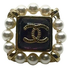 CHANEL Square Pearls Pin's
