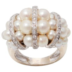 Chanel Style Cultured Pearls Diamonds 18 Carats White Gold Cocktail Ring