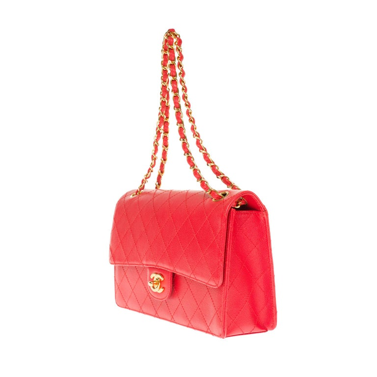 Chanel Timeless 25cm crossbody handbag in red padded caviar leather, GHW In Excellent Condition In Paris, Paris
