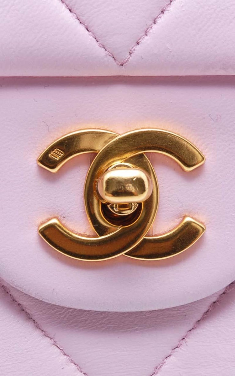 Chanel Timeless Chevron medium handbag in Baby Pink Leather and gold hardware For Sale 7