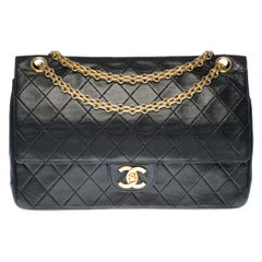 Chanel Timeless/Classic shoulder bag in black quilted lambskin and gold hardware