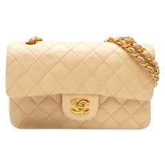 Chanel Timeless handbag in beige quilted leather and Gold Chain