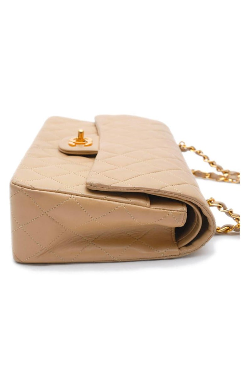 Chanel Timeless handbag in beige quilted leather In Good Condition In Paris, FR