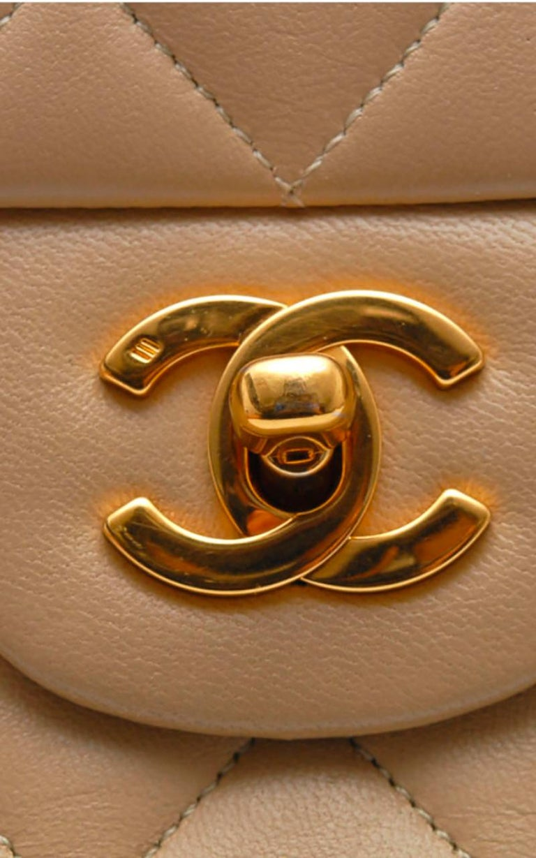Chanel Timeless handbag in beige quilted leather 3