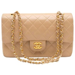 Chanel Timeless handbag in beige quilted leather