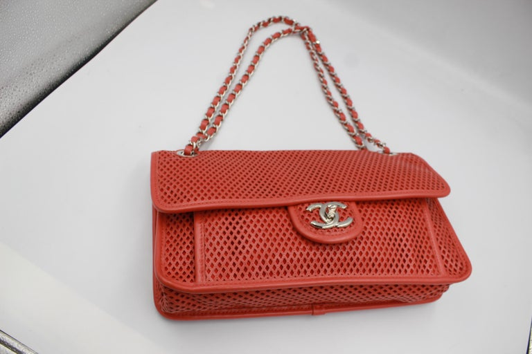 Chanel Timeless handbag in perforated leather In Good Condition For Sale In Paris, FR
