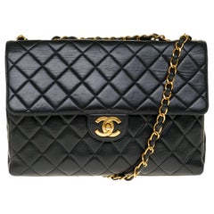 Chanel Timeless Jumbo shoulder bag in black quilted lambskin and golden hardware