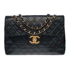 Chanel Timeless Maxi Jumbo single flap handbag in black quilted lambskin, GHW