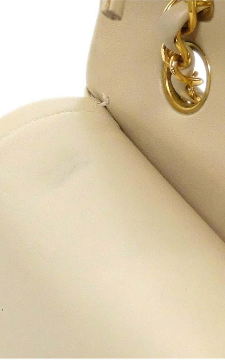 Chanel Timeless medium handbag in Ivory quilted leather and gold hardware 5