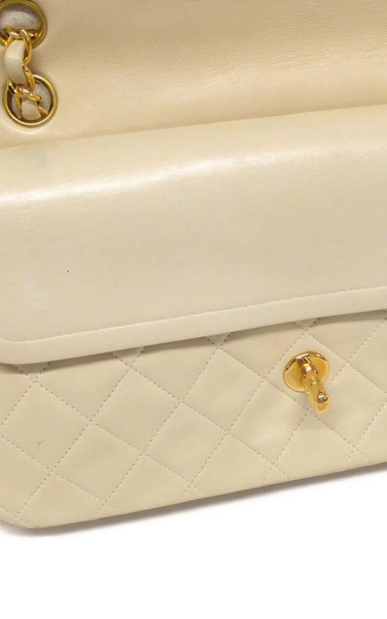 Chanel Timeless medium handbag in Ivory quilted leather and gold hardware 7
