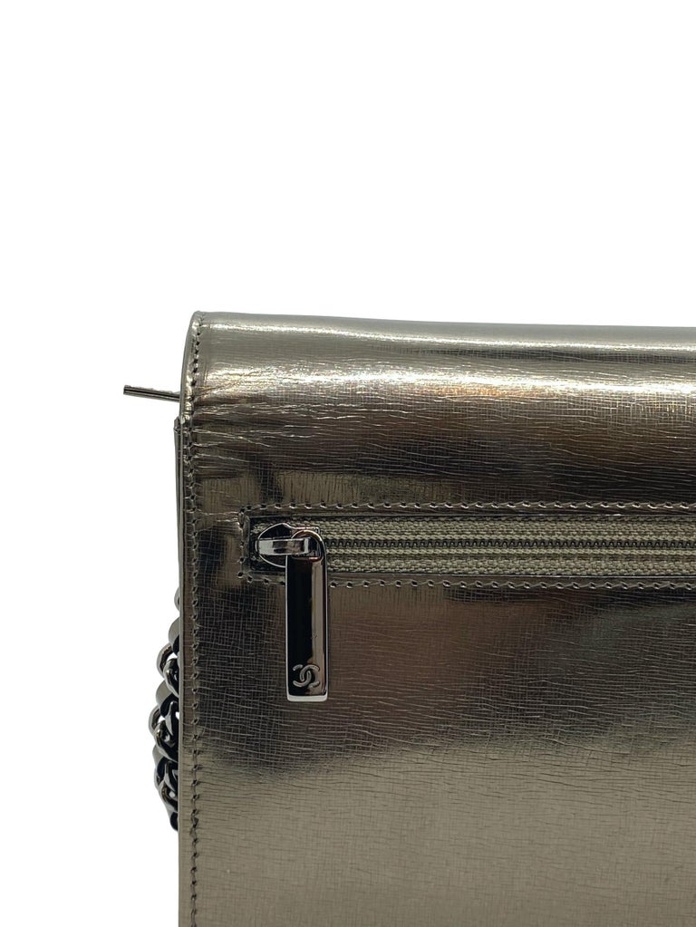 Chanel Timeless Metallic Leather Wallet on Chain Shoulder Clutch Bag, 2008. For Sale 7