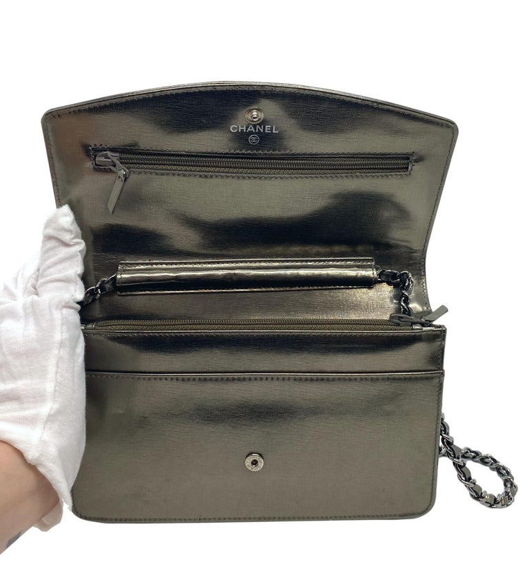 Chanel Timeless Metallic Leather Wallet on Chain Shoulder Clutch Bag, 2008. For Sale 2