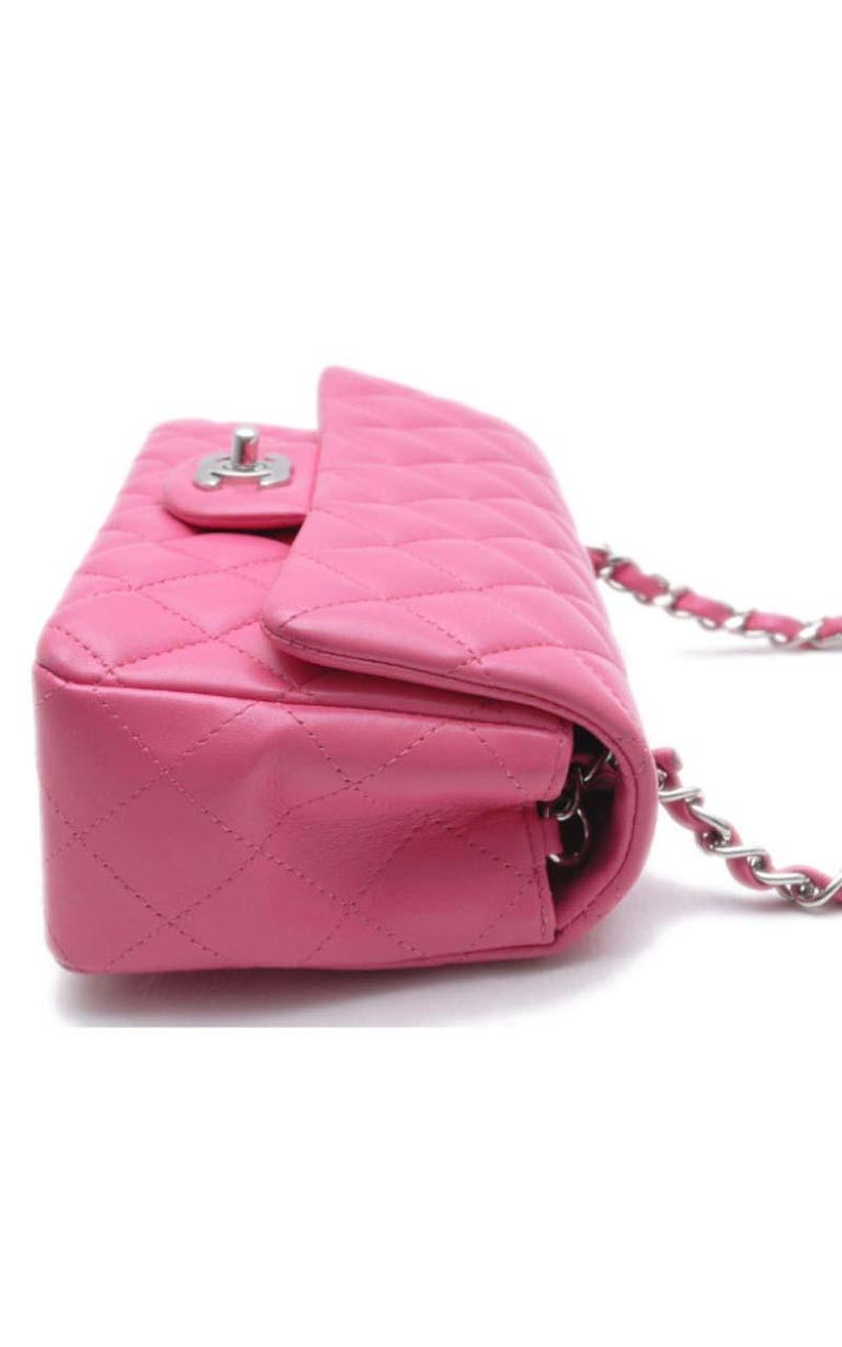 Chanel Timeless Mini handbag in Pink quilted leather and silver hardware In Excellent Condition For Sale In Paris, FR