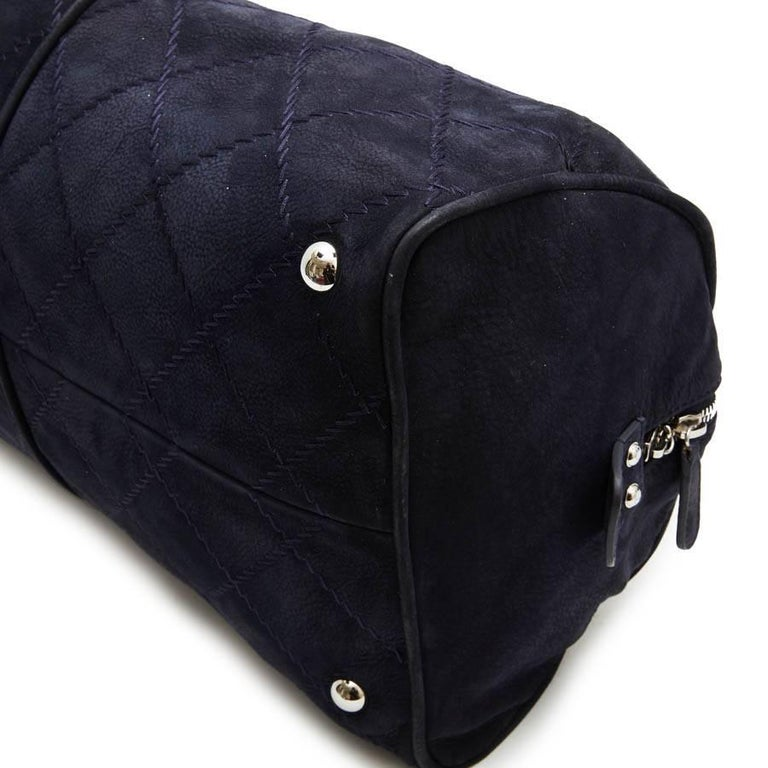CHANEL Tote Bag in Navy Blue Quilted Suede In Good Condition For Sale In Paris, FR
