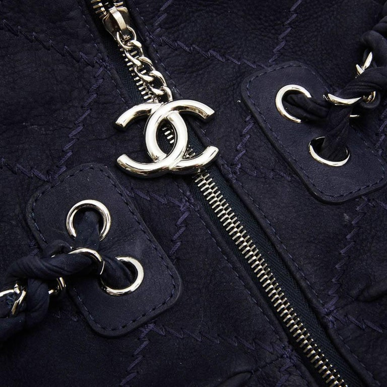 CHANEL Tote Bag in Navy Blue Quilted Suede For Sale 3