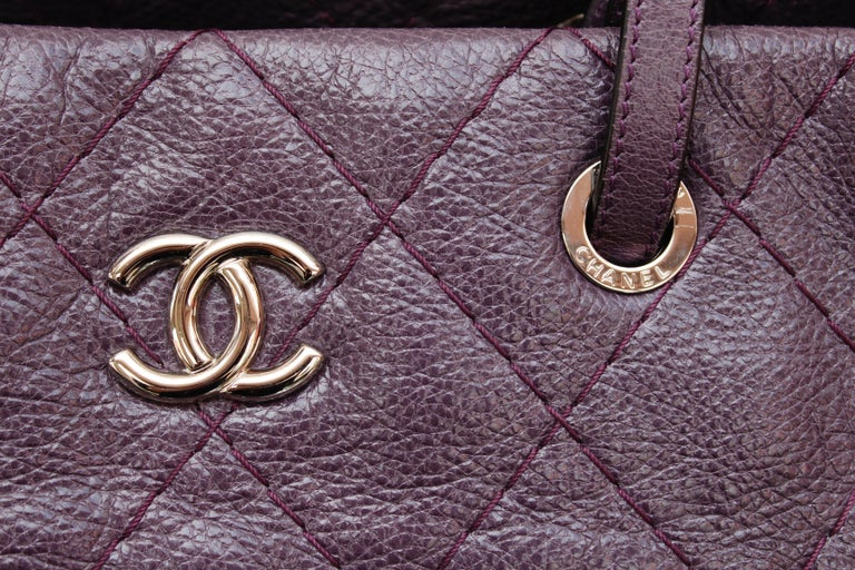 Chanel tote bag in over stitched eggplant leather For Sale 5