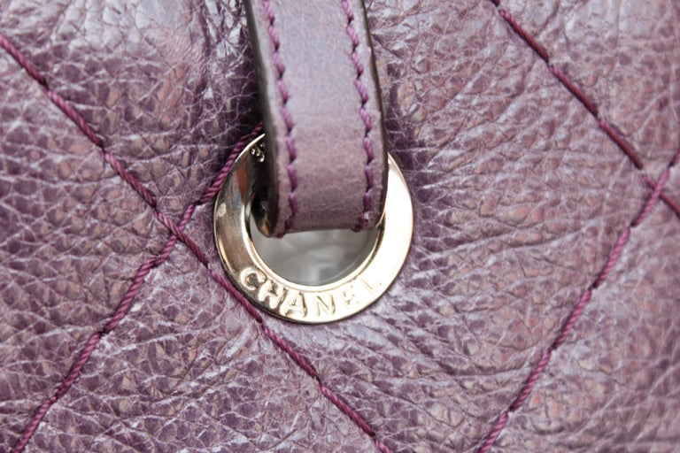 Chanel tote bag in over stitched eggplant leather For Sale 6
