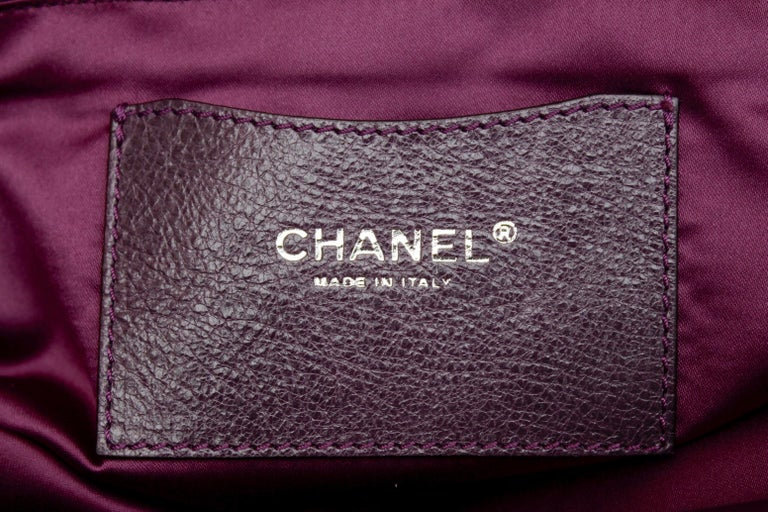 Chanel tote bag in over stitched eggplant leather For Sale 8