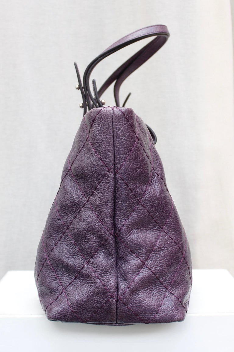 Women's Chanel tote bag in over stitched eggplant leather For Sale