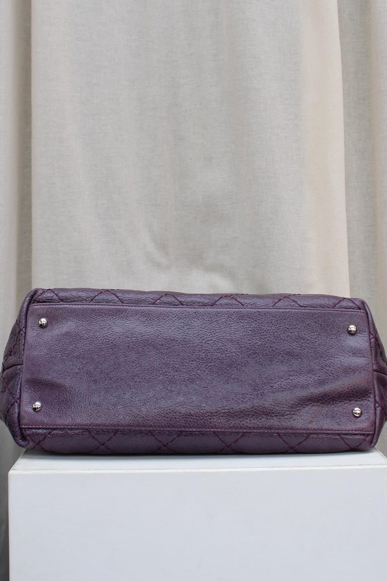 Chanel tote bag in over stitched eggplant leather For Sale 1