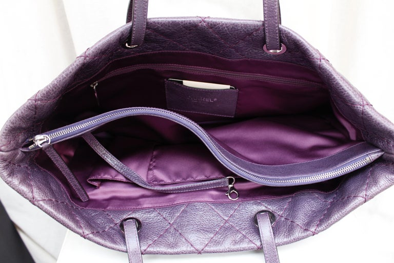 Chanel tote bag in over stitched eggplant leather For Sale 2