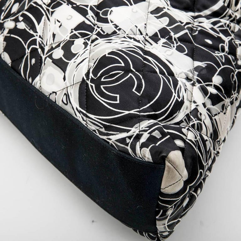 CHANEL Tote Bag in Silk Scarf and Black Smooth Lamb Leather For Sale 3