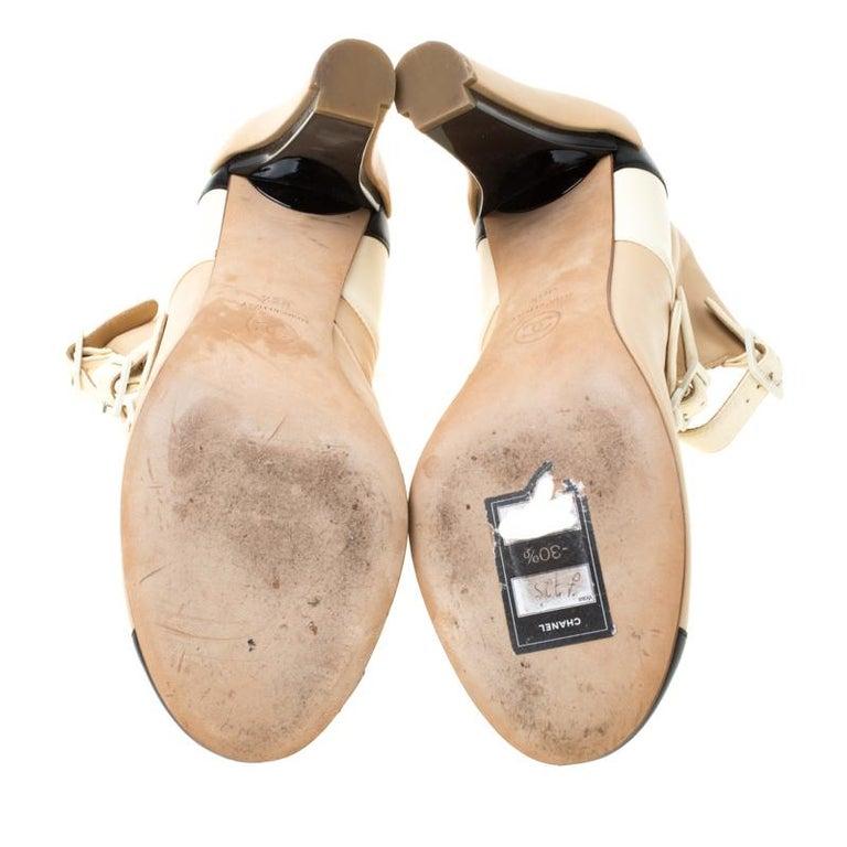 Chanel Tricolor Leather Strappy Ankle Boots Size 38.5 In Good Condition For Sale In Dubai, Al Qouz 2