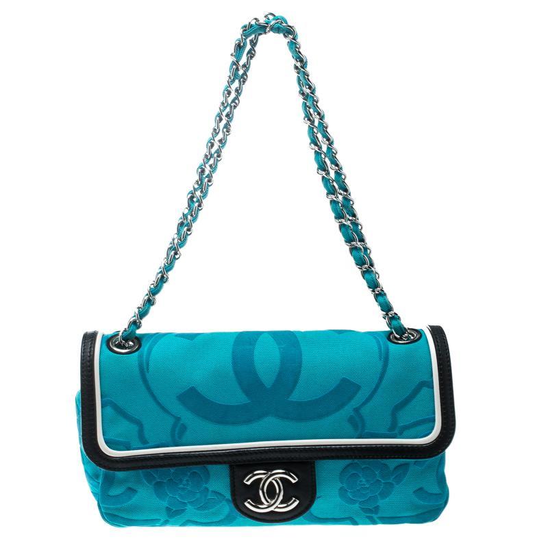 0cfee20aa346 Chanel Canvas Shoulder Bag For Sale at 1stdibs