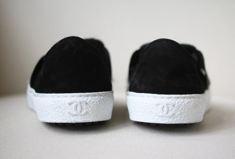 Chanel Tweed and Suede Slip-On Sneakers In Excellent Condition For Sale In London, GB