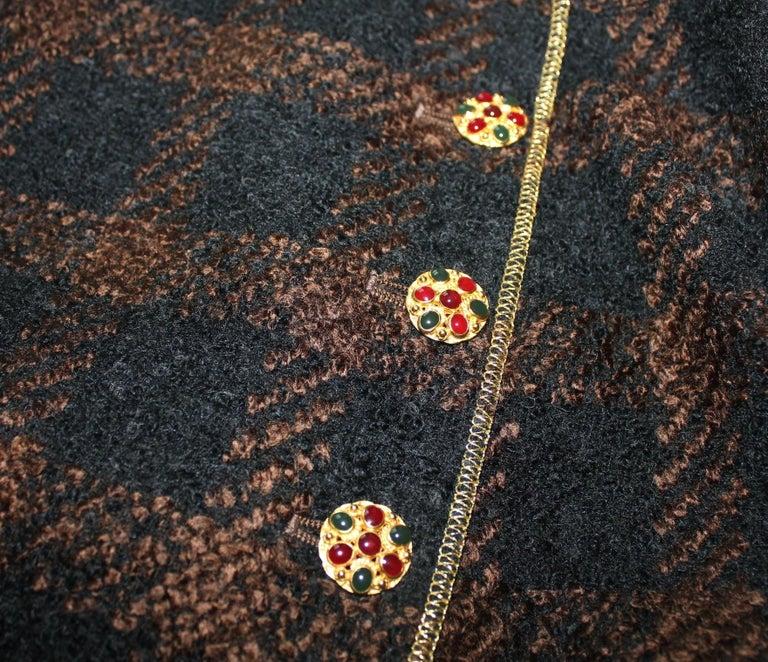 Chanel Tweed & Metallic Gold Lamé Gripoix Button Jacket Blazer Skirt Suit For Sale 5