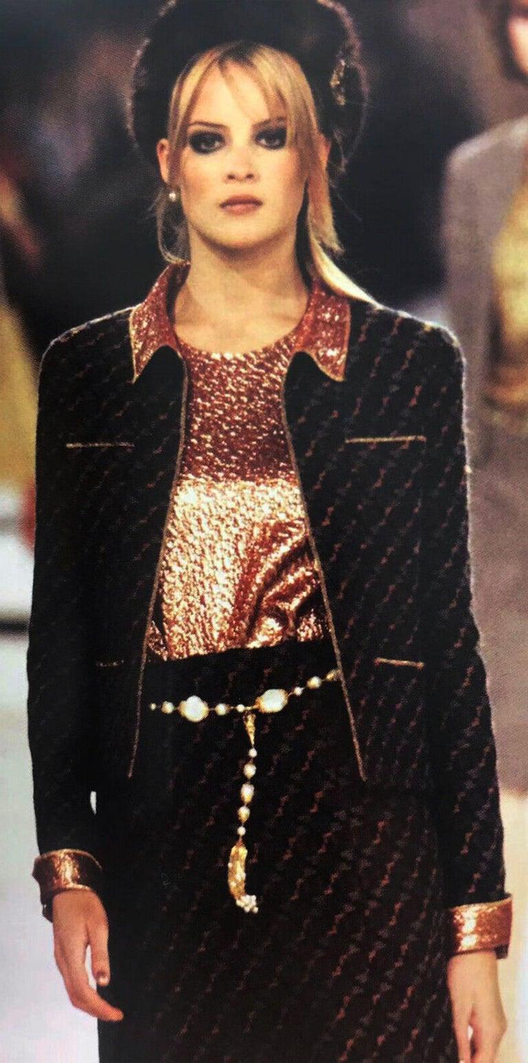 Chanel Tweed & Metallic Gold Lamé Gripoix Button Jacket Blazer Skirt Suit For Sale 7