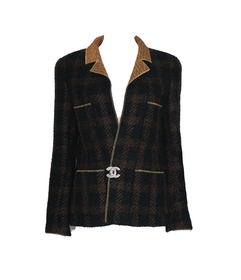 Chanel Tweed & Metallic Gold Lamé Gripoix Button Jacket Blazer Skirt Suit In Excellent Condition For Sale In Switzerland, CH