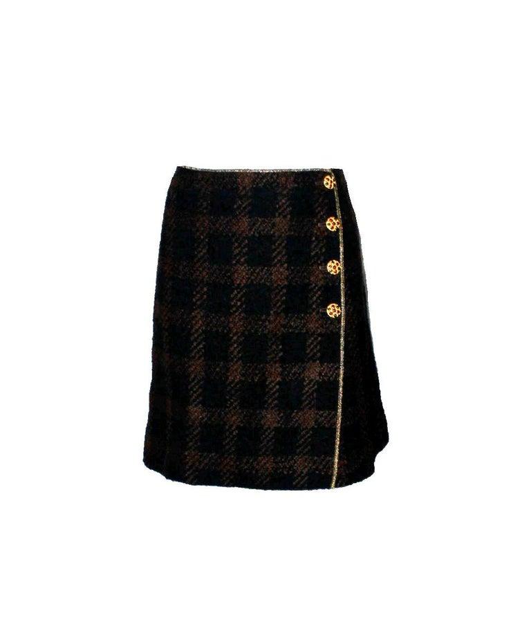 Women's Chanel Tweed & Metallic Gold Lamé Gripoix Button Jacket Blazer Skirt Suit For Sale