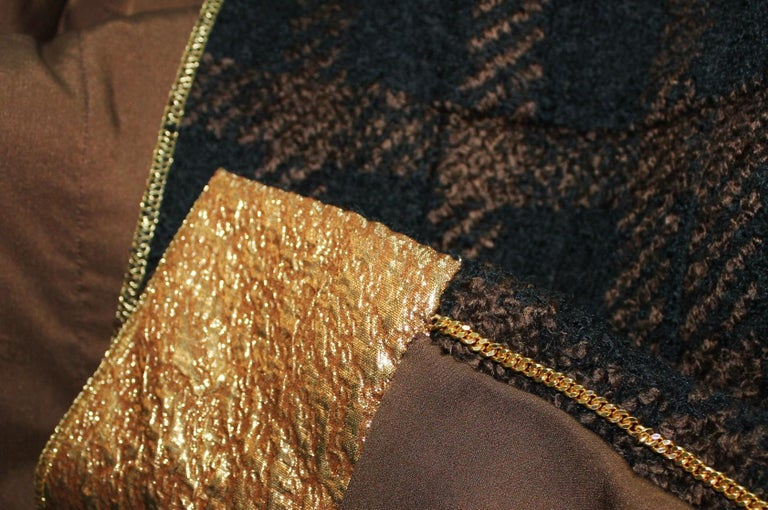 Chanel Tweed & Metallic Gold Lamé Gripoix Button Jacket Blazer Skirt Suit For Sale 4