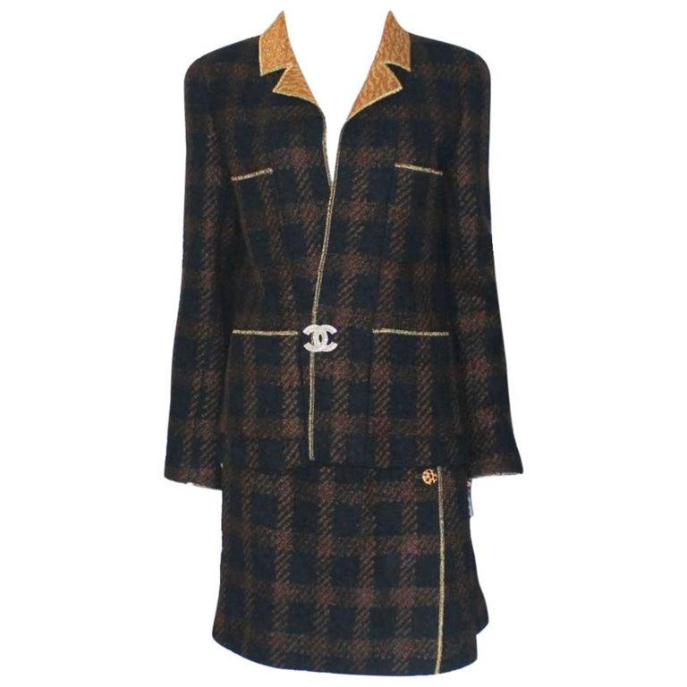 Chanel Tweed & Metallic Gold Lamé Gripoix Button Jacket Blazer Skirt Suit For Sale