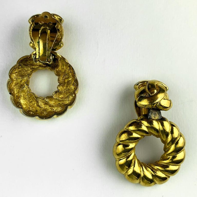 CHANEL twisted CC clips In Good Condition For Sale In Paris, FR