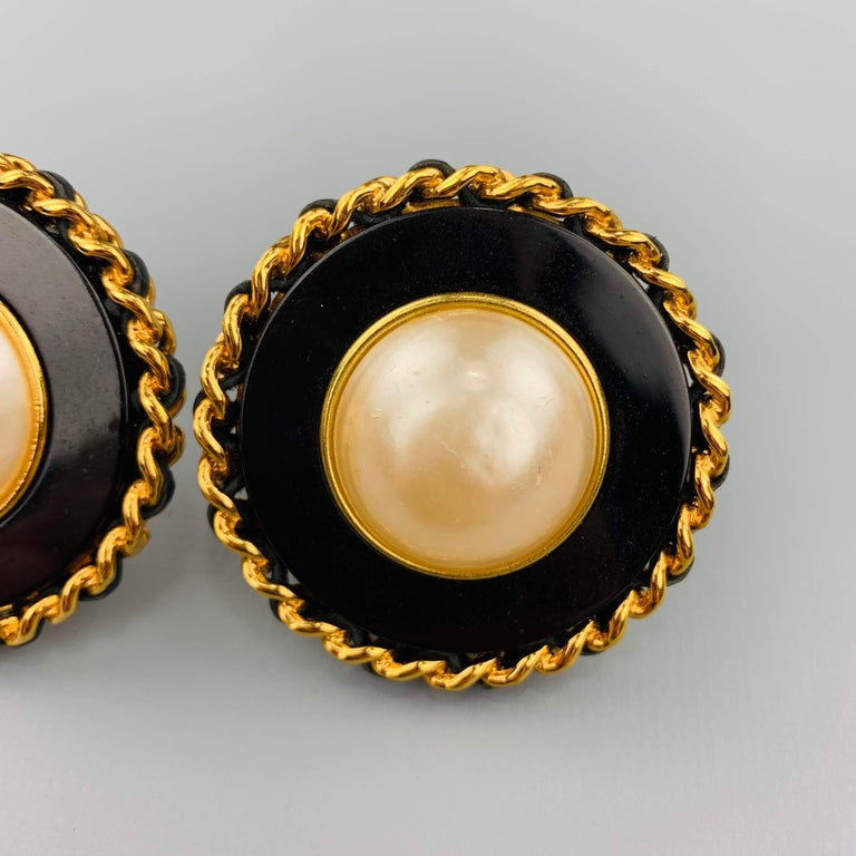 CHANEL Vintage Black & Gold Tone Leather Woven Chain Pearl Clip On Earrings In Good Condition For Sale In San Francisco, CA