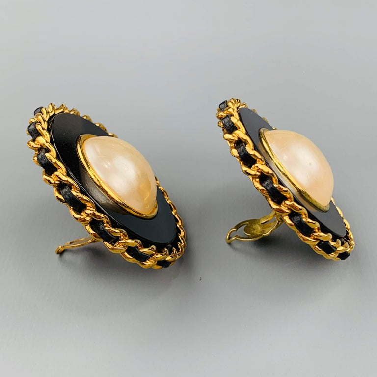 Women's CHANEL Vintage Black & Gold Tone Leather Woven Chain Pearl Clip On Earrings For Sale
