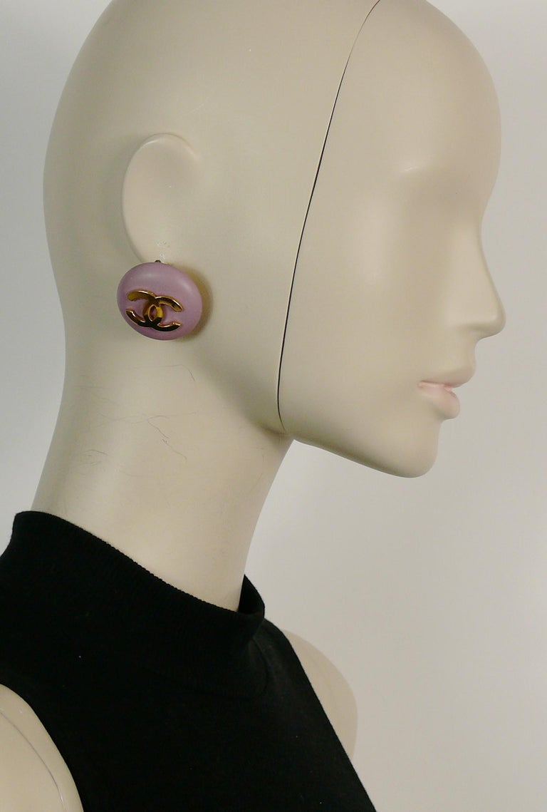CHANEL vintage large purple resin macaron like clip-on earrings featuring a gold toned CC monogram.  Collection n°24 (year : 1989).  Embossed CHANEL 2 4 Made in France.  Indicative measurements : diameter approx. 3.3 cm (1.30 inches).  Comes with