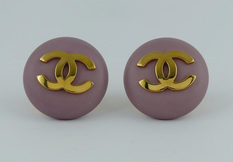 Women's Chanel Vintage 1989 Large Purple Macaron Logo Clip-On Earrings For Sale