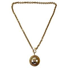 Chanel Vintage 1990s Goldtone Chainlink CC Pendant Necklace/Belt