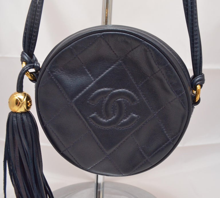 Chanel Vintage 1990's Navy Leather Circle Crossbody Bag In Good Condition In Carmel by the Sea, CA