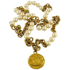 Chanel Vintage 1993 Chunky Gold Toned Chain Pearl Necklace CC Medallion