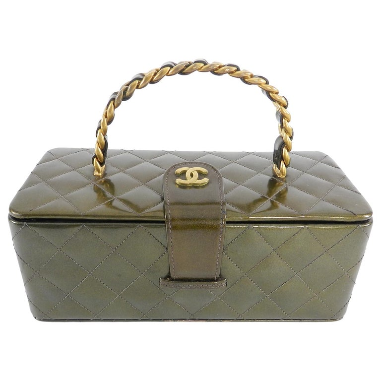 dfdc633917b3 Chanel Vintage 1994 Olive Green Patent Vanity Case Bag For Sale at ...