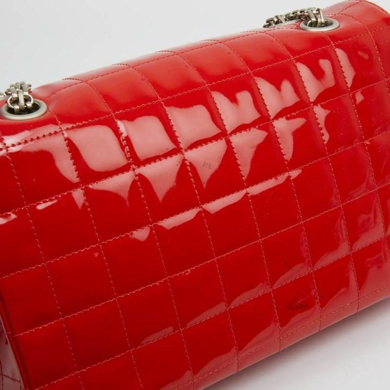 CHANEL Vintage 2.55 Red Varnished Bag  In Good Condition For Sale In Paris, FR