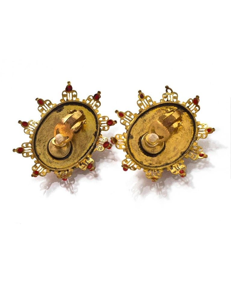 Women's Chanel Vintage '70s-'80s Red & Gold Clip On Earrings For Sale
