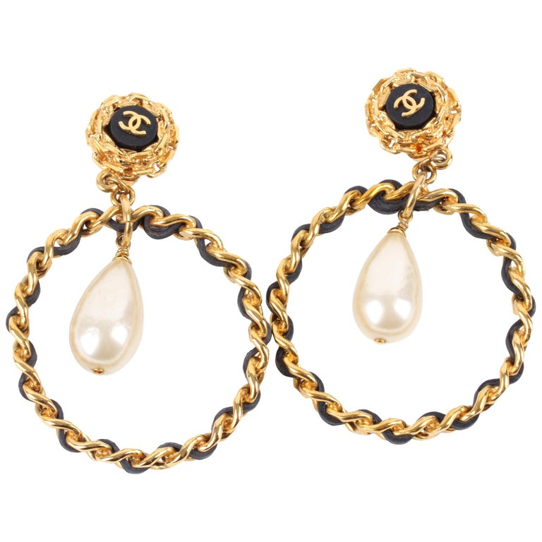 Chanel Vintage 90's Hoop Earrings with Pearl Drop - gold/black    For Sale