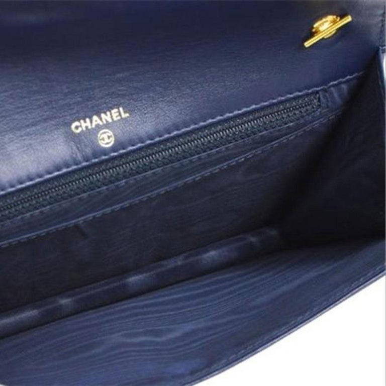Chanel Vintage 90's Wallet On A Chain Denim & Lambskin Leather Cross Body Bag In Good Condition For Sale In Miami, FL