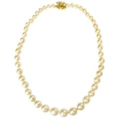 CHANEL Vintage Beaded Necklace in White Pearls