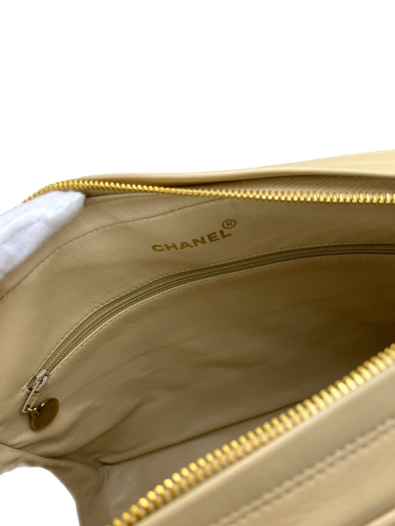 Chanel Vintage Beige Quilted Lambskin Leather Camera Bag with Gold Hardware For Sale 6